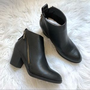 Journee Collection black ankle booties size 7.5